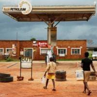 Zimbabwe, morti e feriti in scontri di piazza per il caro benzina