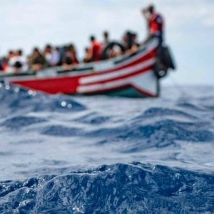 Migranti, naufragio nell'Egeo, persone soccorse salgono a 46. Muore una bimba