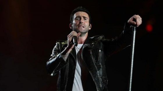 """Appello ai Maroon 5: """"Almeno inginocchiatevi durante il concerto al Super Bowl"""""""