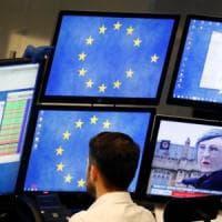 Brexit, i mercati restano alla finestra: Borse senza scossoni dopo la debacle di May