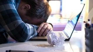 Lavoro, cinquantenni in crisi in azienda: le strategie per recuperarli