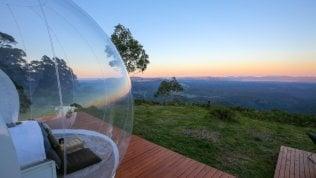 Camera con vista a 360 gradi. Tra Irlanda e Australia, il bello della vacanza in una bolla trasparente