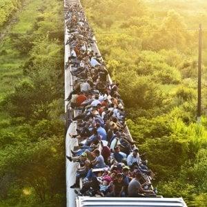 Messico, altre migliaia di migranti partono dall'Honduras: una nuova carovana vuole raggiungere gli USA