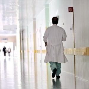 A casa in orario di lavoro: denunciati venti tra medici e infermieri