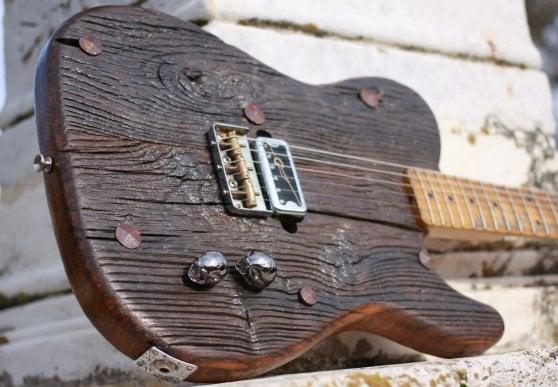"""La chitarra elettrica """"più antica"""" della storia ha 600 anni"""