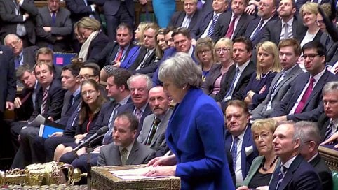 Brexit, May si salva: il Parlamento vota la fiducia con 325 voti a 306
