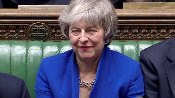 Brexit, Theresa May si salva: il Parlamento britannico vota la fiducia