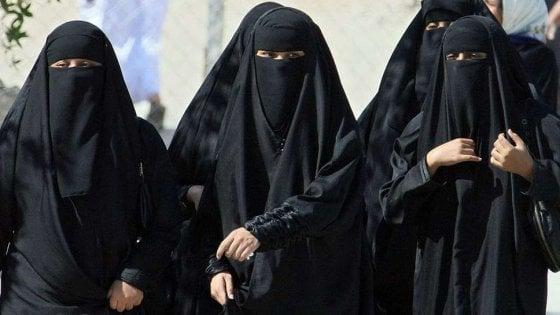 """Arabia Saudita """"Mio padre mi maltratta"""": la denuncia di un'altra giovane donna"""