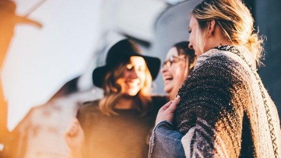 Che faccia ha la felicità? Ne ha 17, uguali in tutto il mondo