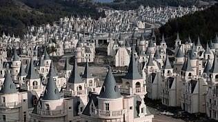 Il triste villaggio delle favole: città fantasma da 200 mln di $