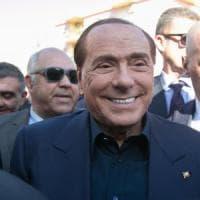 Berlusconi candidato alle europee: le sue nozze d'argento con la politica