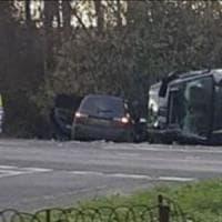 Incidente per il principe Filippo: scontro mentre guidava, l'auto si è ribaltata sul...