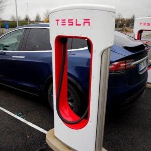 Tesla taglierà il 7% dei dipendenti per vendere auto meno care