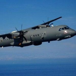 Gommone affonda in zona Sar libica, tre morti accertati. Aereo della Marina italiana lancia due zattere e salva tre naufraghi