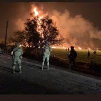 Messico, esplosione oleodotto: 79 morti. Le vittime stavano rubando carburante