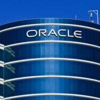 """Silicon Valley, class action al femminile contro Oracle: """"Pagate meno degli uomini"""""""