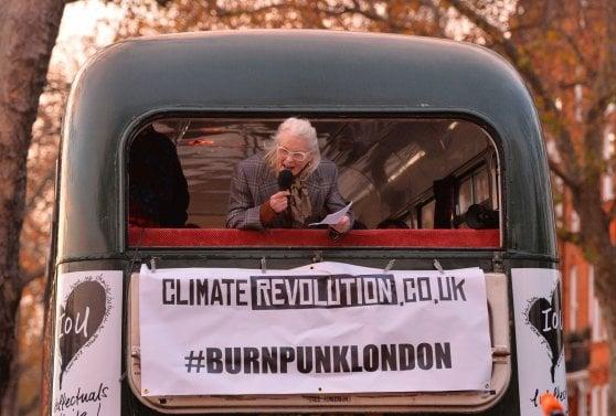 """Vivienne Westwood, icona combattente. La regista Lorna Tucker: """"È più punk oggi che allora"""""""