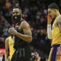 Basket, Nba: Harden e Gordon schiantano i Lakers, Houston vince all'overtime