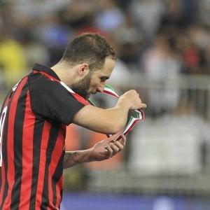 Milan, Higuain non convocato. Finita l'avventura del Pipita in Italia