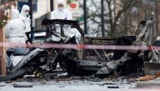 """Autobomba a Londonderry: 2 arresti. Attentato attribuito ai dissidenti """"nuova Ira"""""""