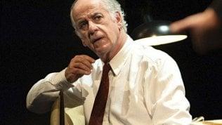 Spettatrice insofferente in teatro, Servillo la rimprovera: lei se ne va