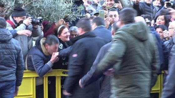 Risultati immagini per Quel baciamano a Salvini svela il volto della Lega a Sud