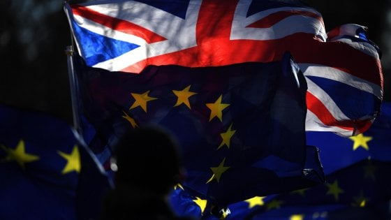 Brexit, mossa a sorpresa dei Labour. Chiesto il voto sul secondo referendum