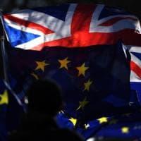 """Brexit, cosa devono fare i cittadini europei per avere il """"settled status"""" in Gran..."""
