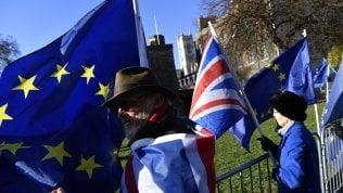 """Brexit, cosa devono fare i cittadini europei per avere il """"settled status"""" in Gran Bretagna. Oggi piano-bis della premier May"""