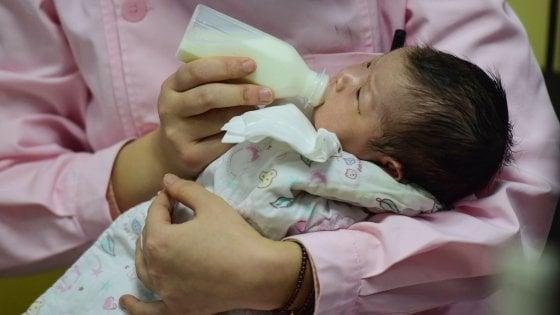 Cina, calano le nascite: mai così pochi figli dai tempi di Mao