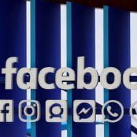 Facebook: il 74% degli utenti non sa che il social traccia le preferenze. Ecco come gestirle