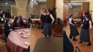 Sister Act nella vita reale: lesuore cantano e ballano i Queen