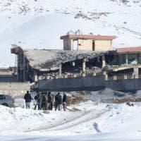 Afghanistan, raid dei talebani a base militare: almeno 50 morti