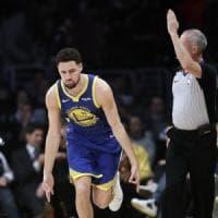 Basket, Nba: Golden State travolge i Lakers, Thompson è da record