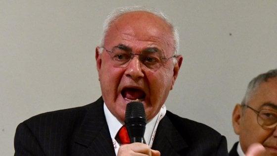 """Lannutti: """"Banche controllate dai Savi di Sion"""". Insorge la comunità ebraica: """"Antisemita"""". Di Maio prende le distanze"""