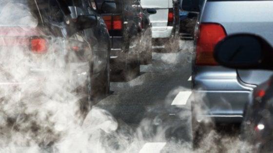 Smog, Legambiente: in Italia 38 milioni di auto private