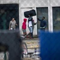 Blitz a Castelnuovo di Porto, il Cara chiude: trasferiti i richiedenti asilo, messi in...