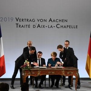 """Ad Aquisgrana Merkel e Macron firmano il nuovo patto per l'Europa: """"Contro i populismi"""""""