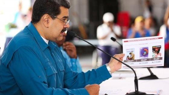 """Venezuela, opposizione in piazza, Maduro contro gli Usa: """"Revisione totale delle relazioni"""""""