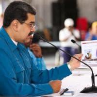"""Venezuela, opposizione in piazza, Maduro contro gli Usa: """"Revisione totale delle..."""