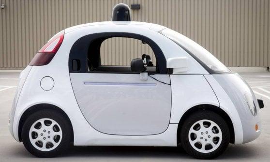 """Google trasforma auto """"normali"""" in veicoli a guida autonoma. Per venderli con il proprio marchio"""