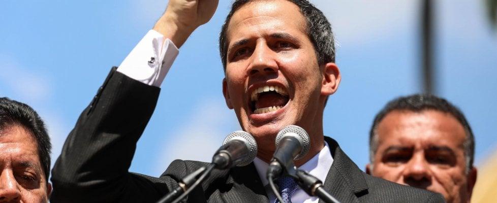 Venezuela nel caos, Guaidó si proclama presidente. Riconosciuto da Usa, Canada e dai Paesi dell'America latina