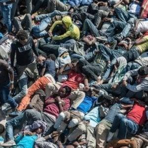 Libia, migranti e rifugiati (anche neonati) riportati in centri di detenzione sovraffollati