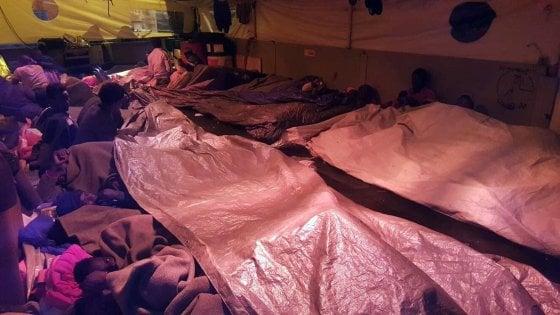 Migranti ancora bloccati sulla Sea Watch, presidio a Siracusa: