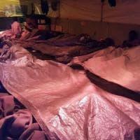 Sea Watch si avvicina alla Sicilia con 47 migranti a bordo per evitare la tempesta. Salvini: