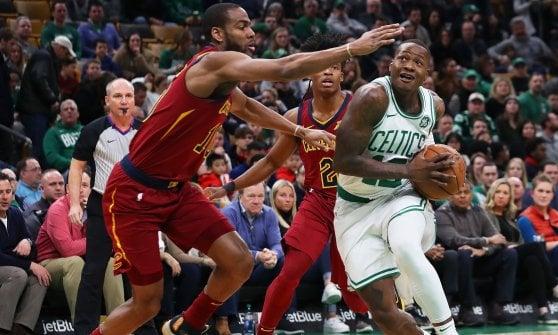 Basket, Nba: Harden da paura, 61 punti al Madison Square Garden