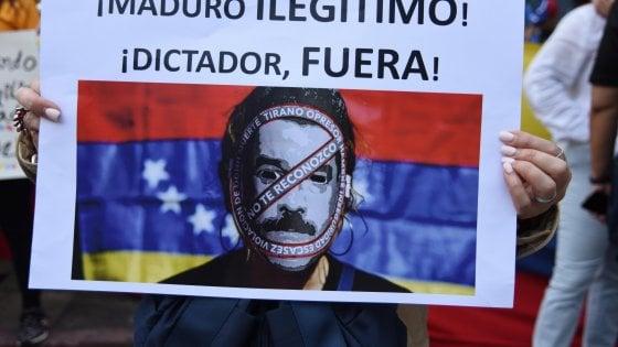 """Venezuela, gli Usa ritirano il personale diplomatico """"non essenziale"""". E Guaidò offre l'amnistia a Maduro"""