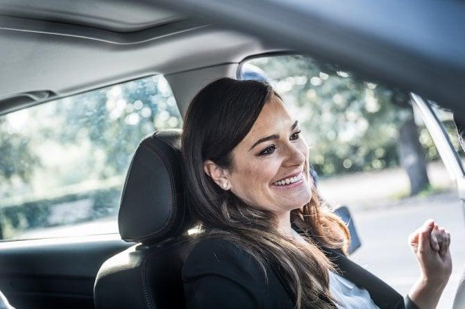 Alena Seredova entra nel mondo dell'auto: è la testimonial del marchio DR