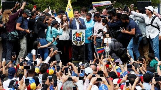 Venezuela, il governo è diviso e non si schiera. Conte media, ma è lite tra Di Battista e Salvini