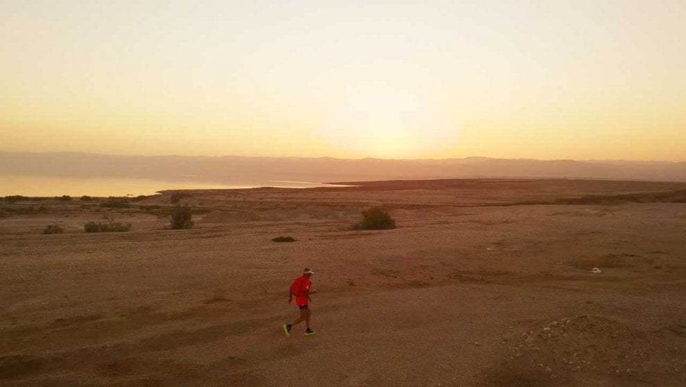 Ultramaratona solitaria nel deserto: correre nel nulla del Wadi Araba